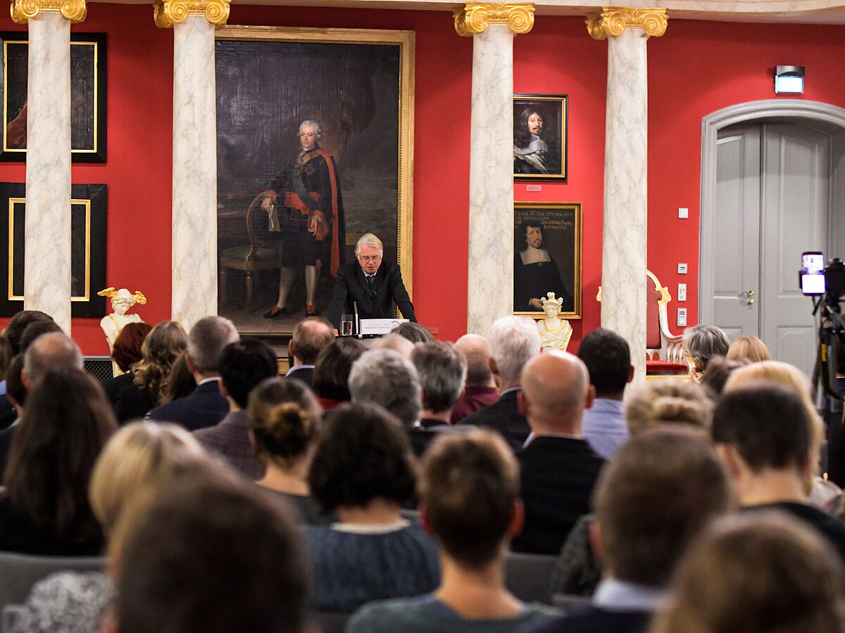 Hubertus Buchstein holds a lecture in the Aula