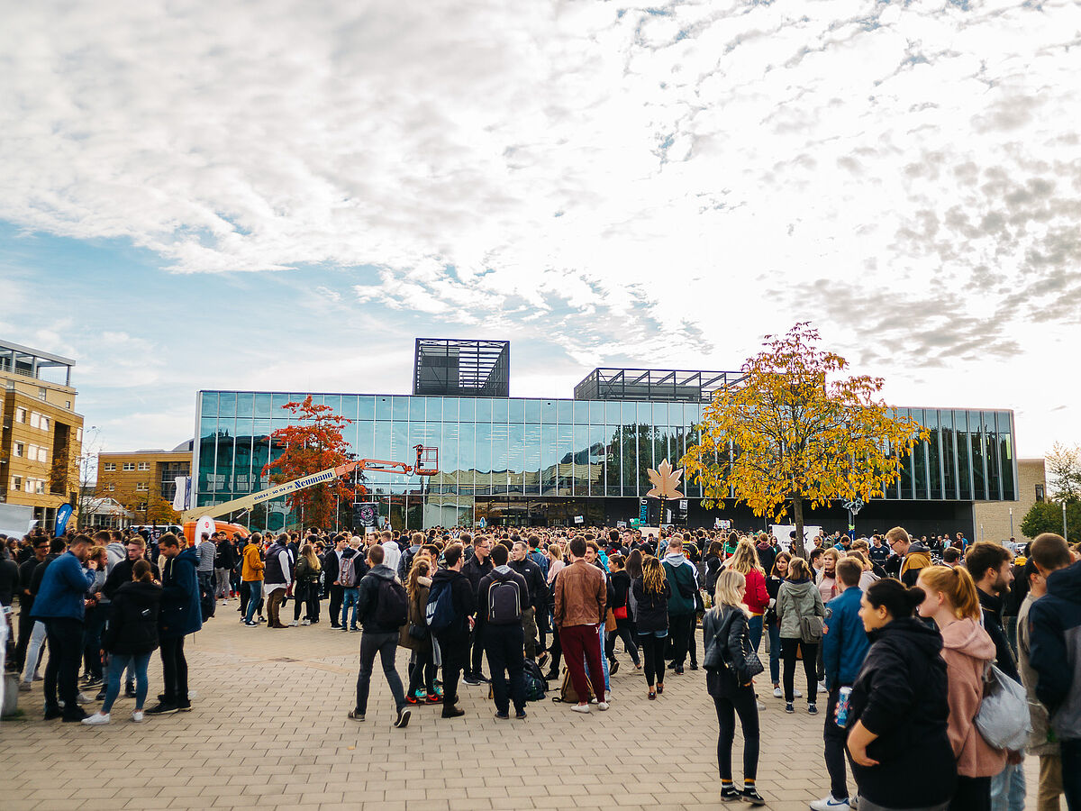 Students at Freshers' Fair 2018 - photo: Till Junker